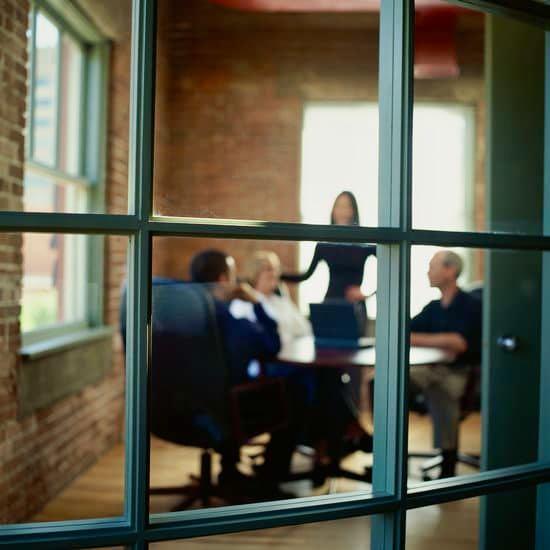 Menschen im einem Lot-Office, Büro