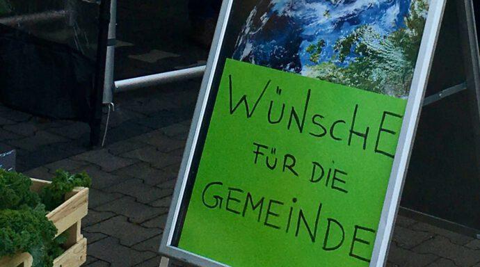 Schild mit Aufschrift: Wünsche für die Gemeinde